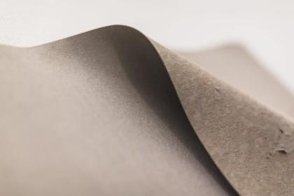 """Serena Fineschi, """"L'abbandono"""", 2016 cartone pressato grigio, 60x80cm  Foto di Elena Foresto"""