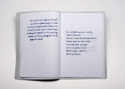 Sabrina Mezzaqui, Cucire (A.A.), 2014. Ricamo su tessuto, teca di vetro (da Antonella Anedda, Salva con nome, ed. Mondadori), quaderno aperto 23x31 cm in teca di vetro 28x34x5 cm   Foto Rino Canobbi