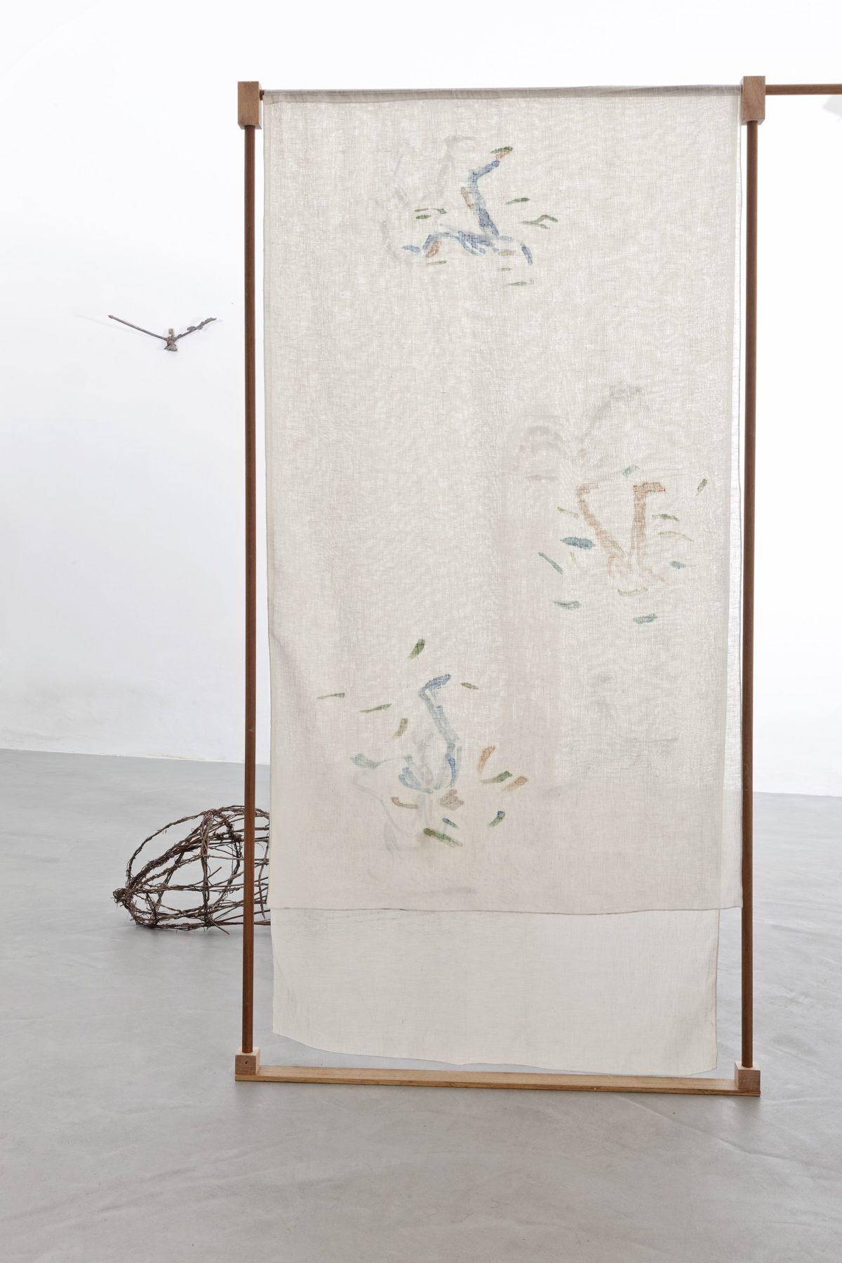 Beatrice Meoni, Failing Falling Failing, 2018, separé, lino dipinto e legno, cm 240x90