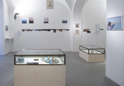 1.Mariagrazia Pontorno, Everything I Know / Volume 2 - Floating Lab, veduta della mostra